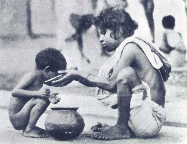 Children feeding one another during the Bengal Famine. Via Wikimedia Commons.